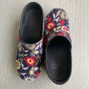 Dansko Felt Pro Navy Floral Clogs Size 38
